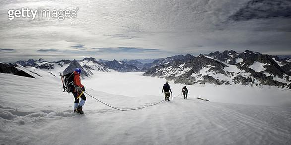 Greenland, Schweizerland, Kulusuk, mountaineer - gettyimageskorea