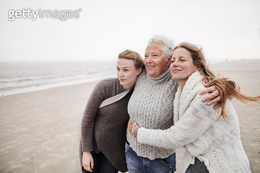 Grandmother, mother and daughter on the beach - gettyimageskorea