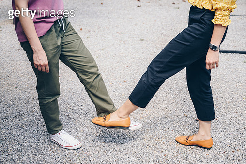 The foot tap or foot shake was suggested as an alternative way for reduce your risk of spreading or contracting the virus. - gettyimageskorea