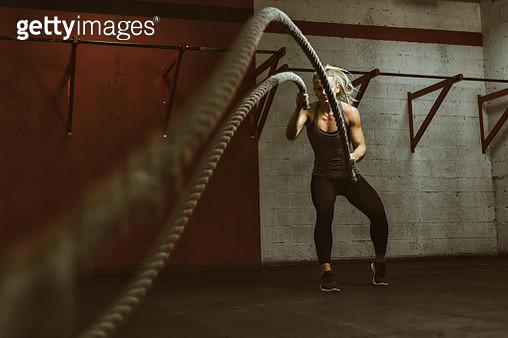 Beautiful Young Woman Training At The Gym - gettyimageskorea