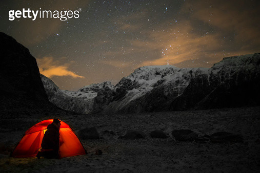 Lonely camper looking at the starry sky - gettyimageskorea