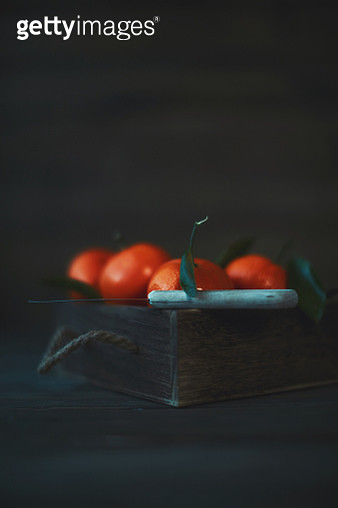 Wooden crate filled with fresh ripe tangerines - gettyimageskorea