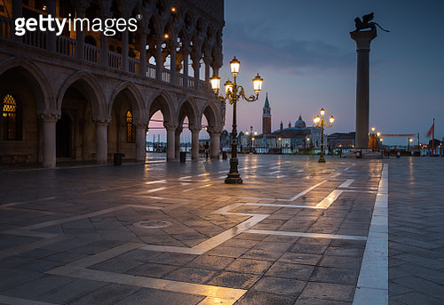 Long exposure at dawn of the San Marco square, with the church of San Giorgio Maggiore in the back. - gettyimageskorea