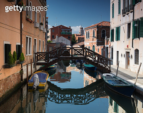 A colorful Venetian canal scene in the daylight hours. - gettyimageskorea