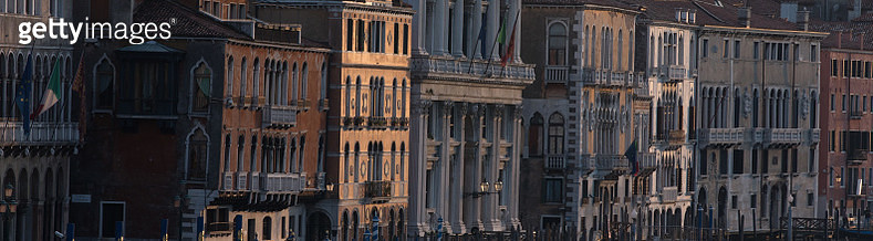 The building facades reflecting the sunset near the Rialto bridge. - gettyimageskorea