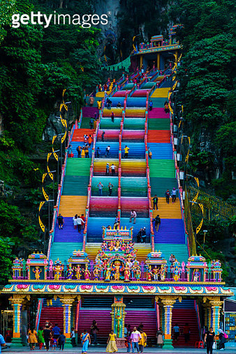 Hindu's temple located in Malaysia known as Batu Caves temple. Colorfull stairs going up to the main temple inside the cave. Main hindu temple in Malaysia for indian people culture and religion. - gettyimageskorea