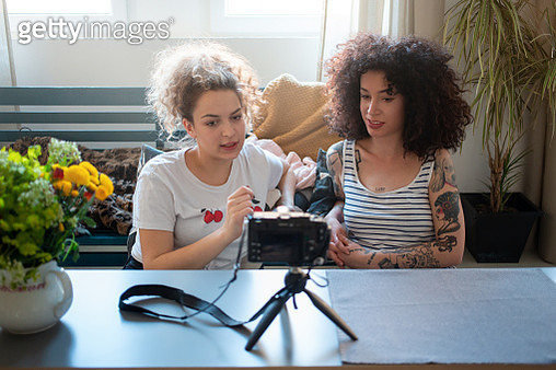 Two young women vloggers sharing ideas and recording a vlog - gettyimageskorea