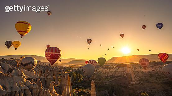 Hot Air Balloons Fly Over Cappadocia - gettyimageskorea