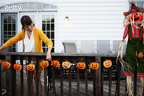 Decorating for Halloween - gettyimageskorea