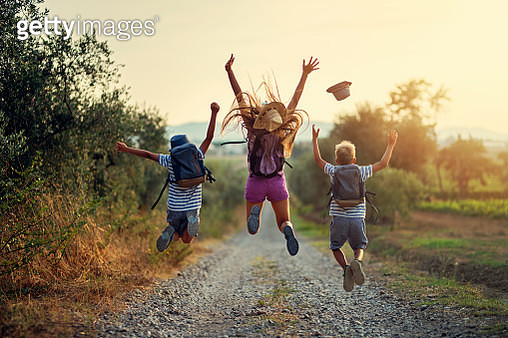 Brothers and sister hiking in Tuscany, Italy. Kids are jumping with joy on dirt road. Nikon D850 - gettyimageskorea