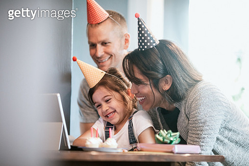 Cute Family Celebrates Virtual Birthday Party Online - gettyimageskorea