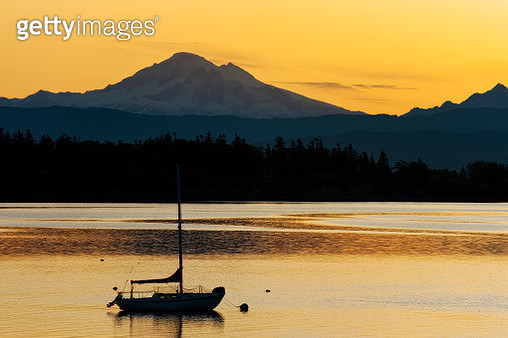 Sailboat Anchored in the Salish Sea with Mt. Baker in the Background. - gettyimageskorea
