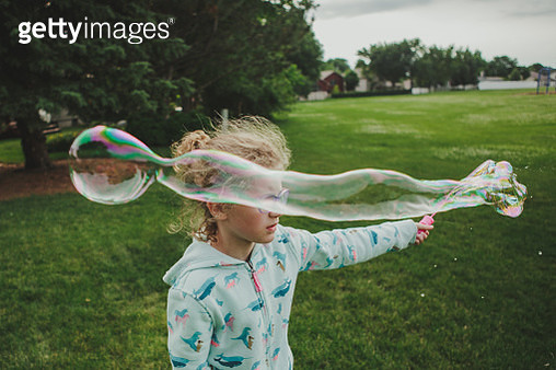 Girl making a long bubble - gettyimageskorea