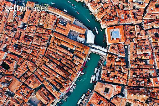 Overhead view of Rialto bridge, Venice, Italy - gettyimageskorea