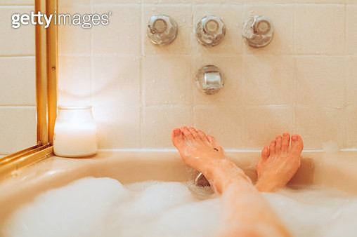 Bubble Bath Personal Perspective Bath Tub, Woman in Tub With Feet Up - gettyimageskorea