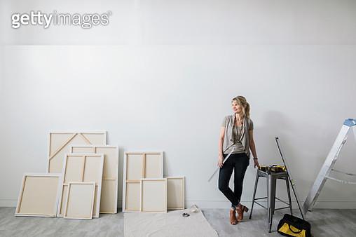 Female art gallery owner preparing for exhibition - gettyimageskorea