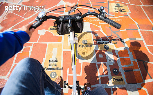 Cyclist on Map of Barcelona - gettyimageskorea