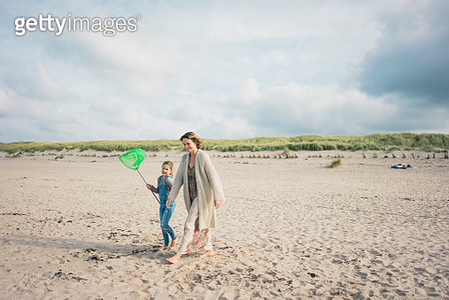 Mother and daughter walking to the sea with a dip net - gettyimageskorea