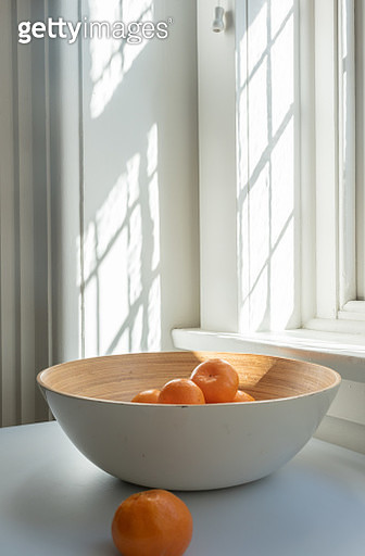 Close-Up Of Oranges In Bowl On Table At Home - gettyimageskorea