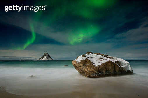 Northern lights over Puffin Island, Andenes, Nordland, Norway - gettyimageskorea
