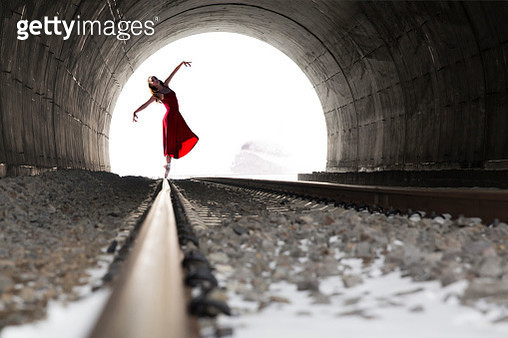 Young ballet dancing on the rail in a tunnel in winter season. - gettyimageskorea