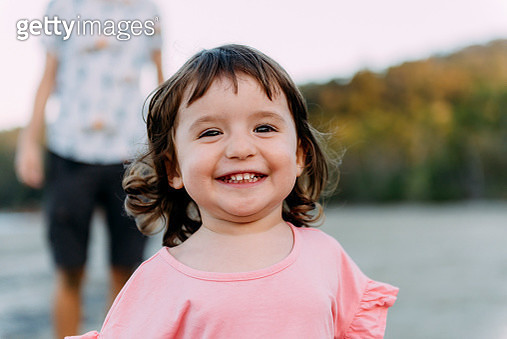 Australia, Queensland, Mackay, Cape Hillsborough National Park, portrait of happy little girl with her father at the beach - gettyimageskorea