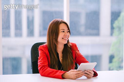Beautiful Businesswomen in a Meeting Room - gettyimageskorea