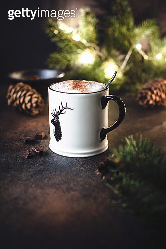 Cup of hot chocolate with cinnamon. - gettyimageskorea