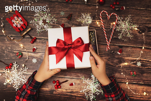 girl's hands close up open the gift box on a wooden background - gettyimageskorea