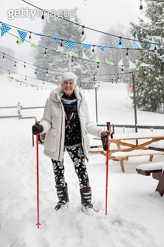 84 years old woman enjoying each moment... at the ski station - gettyimageskorea