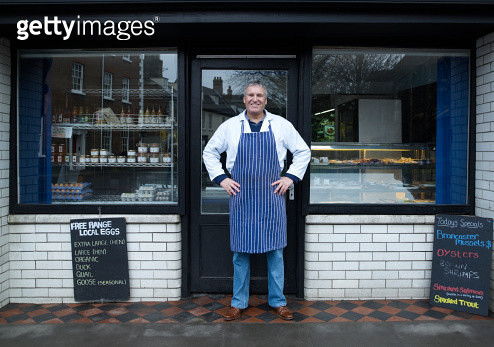 Male Fishmonger Standing Outside Shop Front - gettyimageskorea