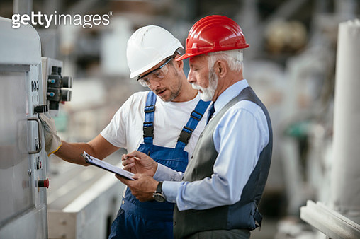 Factory worker controlling production - gettyimageskorea