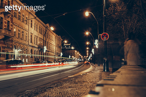 Blurred traffic lights on the streets of Prague Old Town - gettyimageskorea