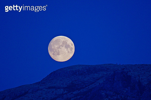 Scenic View Of Moon Against Clear Blue Sky - gettyimageskorea