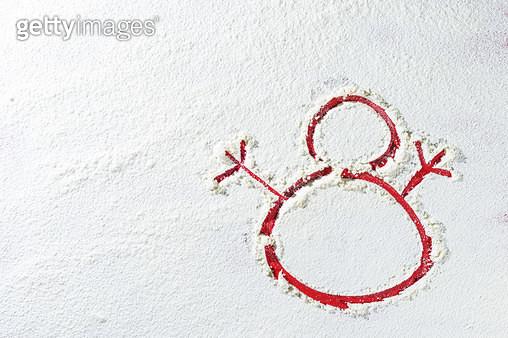 하얀 눈밭의 눈사람 - gettyimageskorea