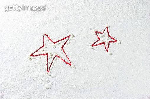 하얀 눈밭의 별 - gettyimageskorea