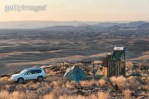 SUV next to tent and small hut, Valle de la luna, Namib Naukluft, Namibia - gettyimageskorea