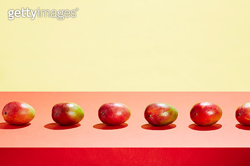 A row of mangos on a table top - gettyimageskorea