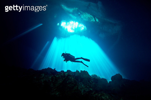 Divers diving in a cenote - gettyimageskorea