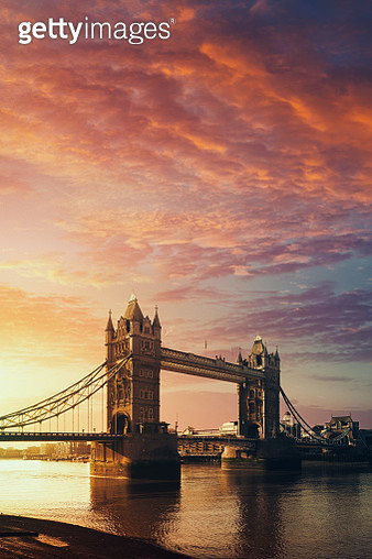 The Tower Bridge in London, United Kingdom at sunrise - gettyimageskorea