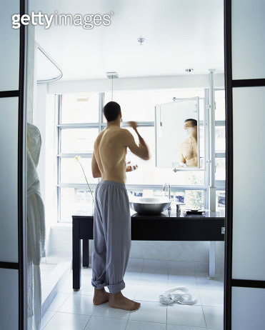 Man shaving - gettyimageskorea