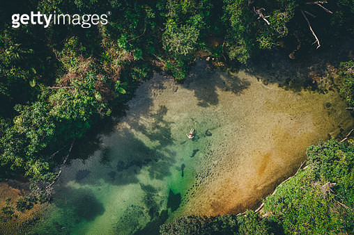 Backpacker swimming at Alligators nest swimming hole in Tully, north Queensland - gettyimageskorea