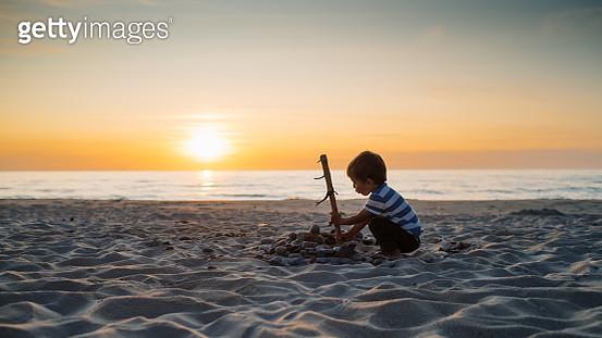 Child enjoying beach vacations - gettyimageskorea