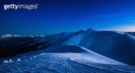Trail in evening winterland. - gettyimageskorea