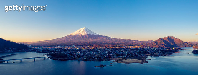 Aerial View of Fuji mountain and Kawaguchiko lake in morning, Japan - gettyimageskorea