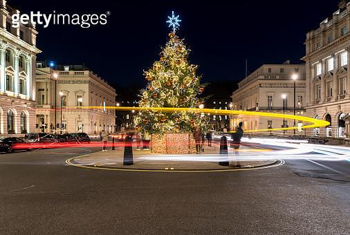 Christmas Tree at Night, London, UK. - gettyimageskorea