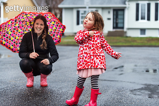 4 years little girl jumping in a puddle of water, Quebec, Canada - gettyimageskorea
