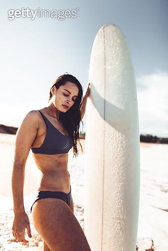 woman resting on the surf board in australia - gettyimageskorea