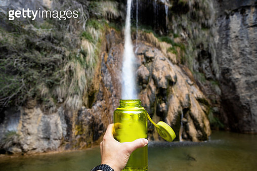 Reusing bottle of water reducing plastic of one use. - gettyimageskorea