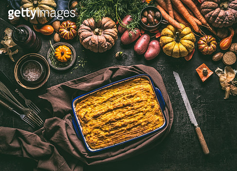 Baked Shepherd's Pie with pumpkin potato mash in casserole on rustic table - gettyimageskorea